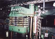 ラム型32インチ加圧型プレス機